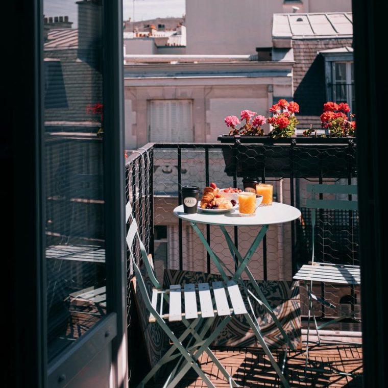petit-déjeuner sur balcon
