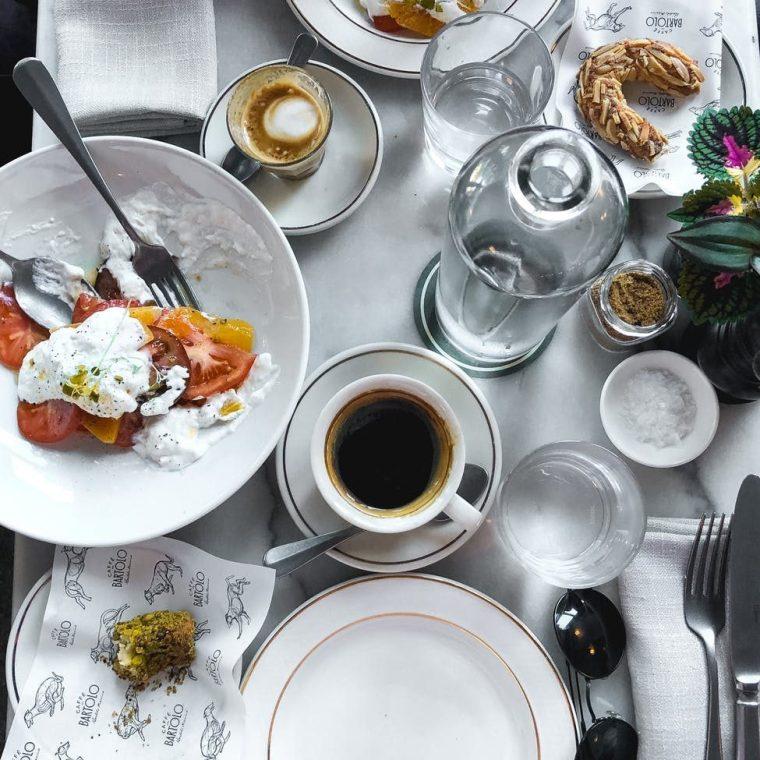 table petit-déjeuner vacances